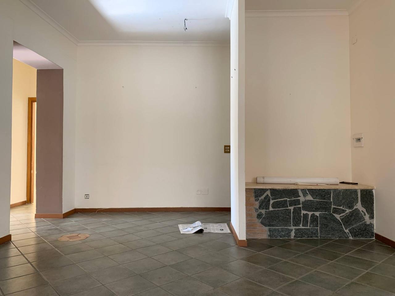 Trilocale in buone condizioni in affitto Rif. 12194572