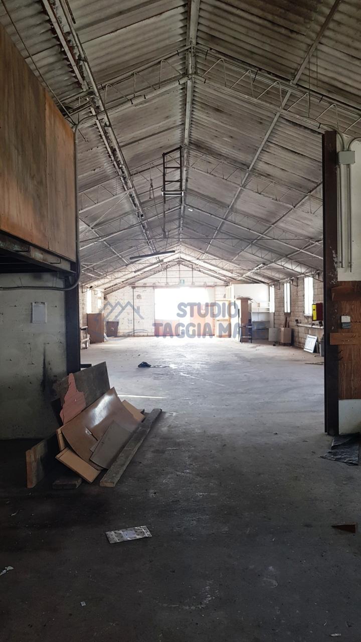 Capannone / Fondo - Industriale/Artigianale a Bussana, Sanremo Rif. 9685673