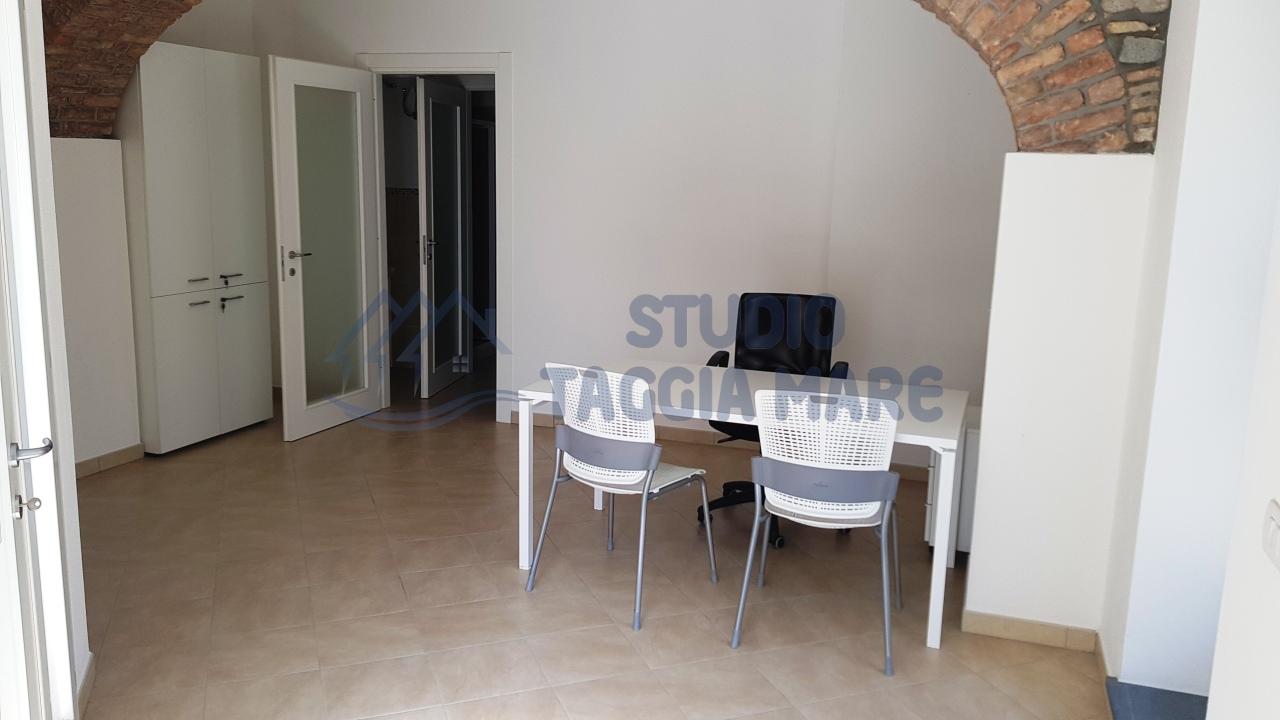 Ufficio / Studio in Affitto a Taggia