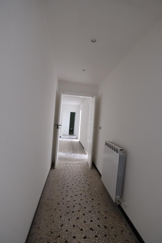 Appartamento in buone condizioni in affitto Rif. 8934512