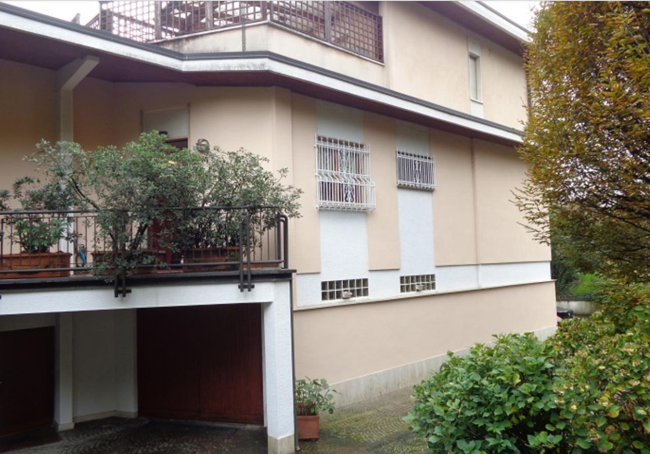 Villetta a schiera in buone condizioni in vendita Rif. 10911625