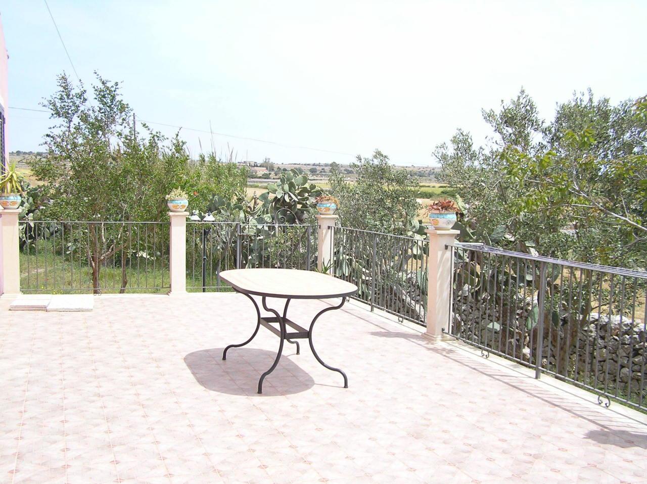 Casa Indipendente in ottime condizioni arredato in affitto Rif. 9895247