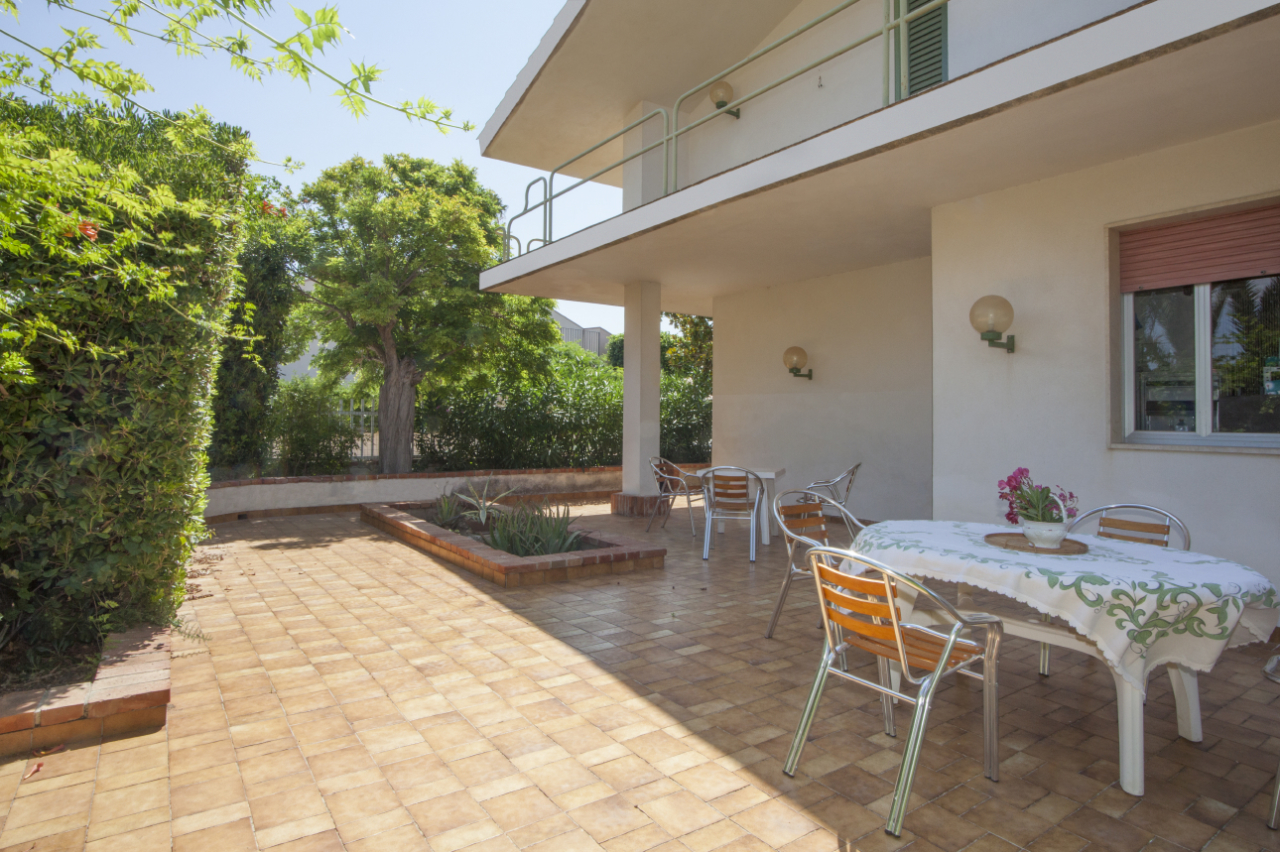 Villa in ottime condizioni arredato in affitto Rif. 10354314