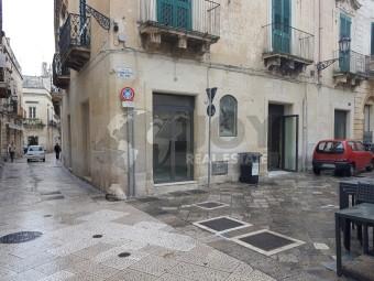 Locale commerciale, Lecce