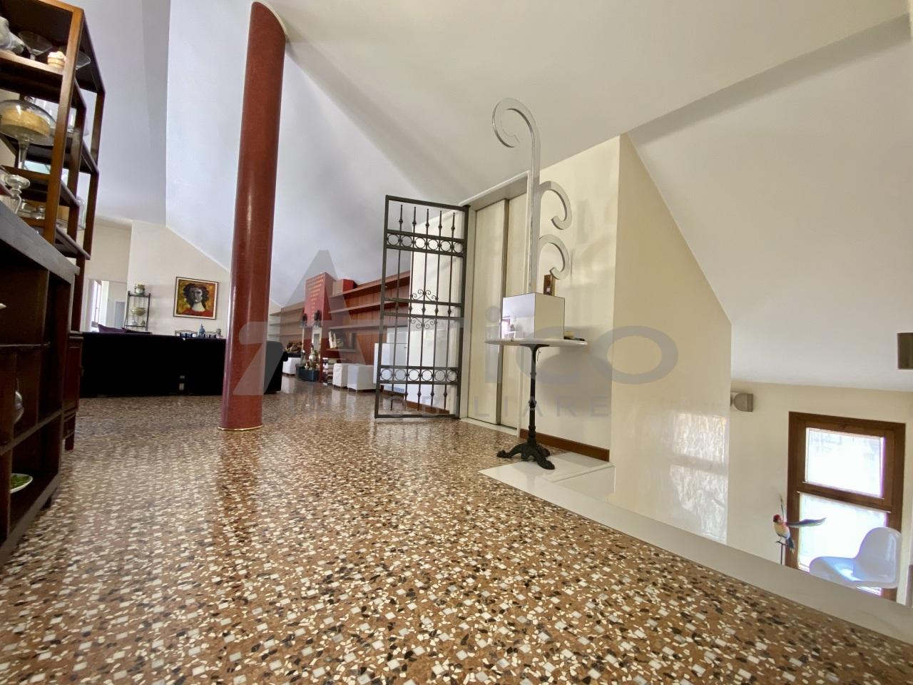 Attico / Mansarda in vendita a Rovigo, 14 locali, Trattative riservate | PortaleAgenzieImmobiliari.it