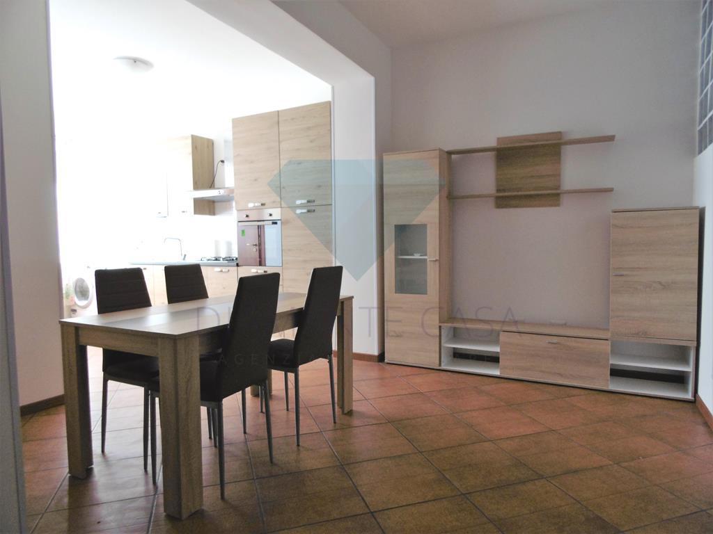 Appartamento in ottime condizioni arredato in affitto Rif. 6488095