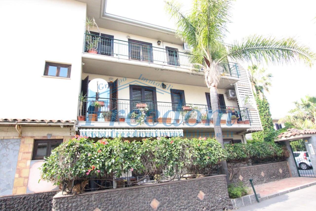Appartamento in buone condizioni in affitto Rif. 6576699