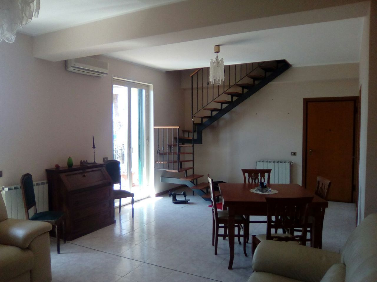 Appartamento in buone condizioni in vendita Rif. 9854718