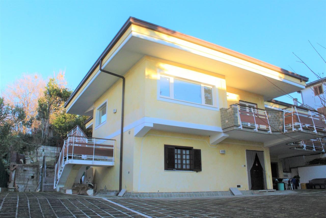 Appartamento in vendita a Castel Frentano, 9 locali, prezzo € 175.000 | PortaleAgenzieImmobiliari.it