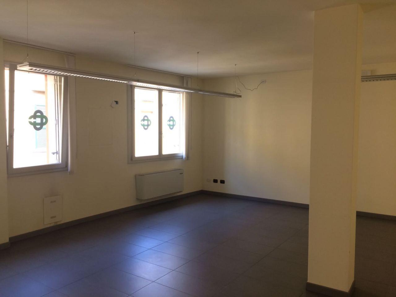 Locale commerciale - 2 Vetrine a Fiorenzuola d'Arda Rif. 7240381