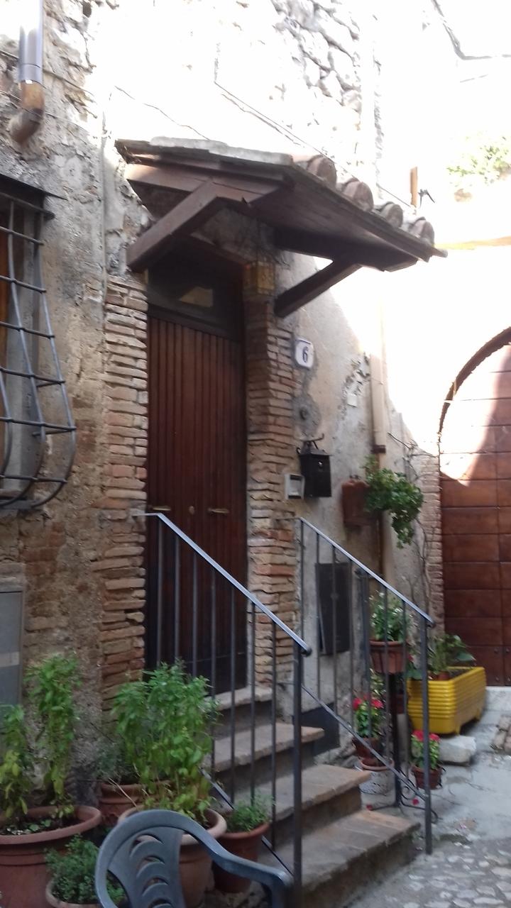 Appartamento da ristrutturare in vendita Rif. 11028326