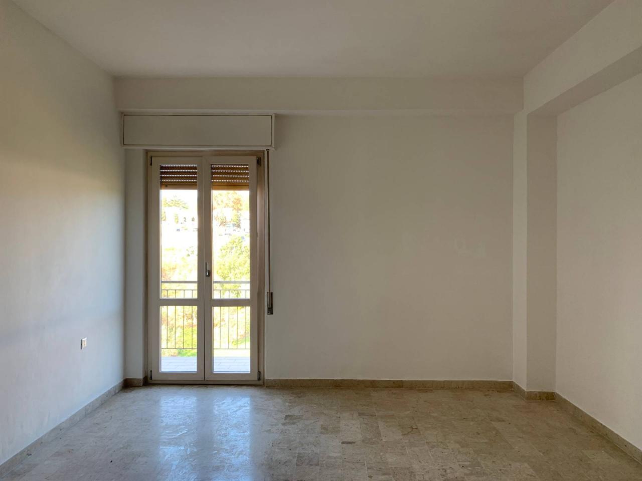 Quadrilocale in buone condizioni in affitto Rif. 12194573