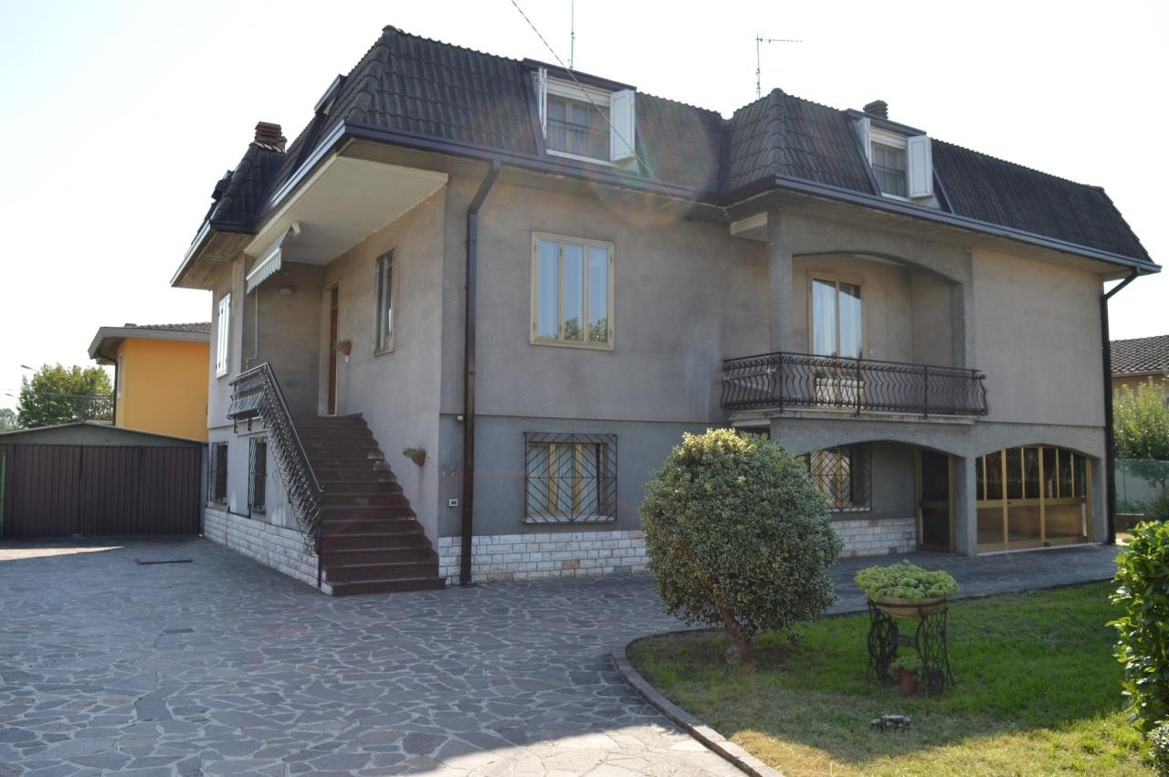 Villa in buone condizioni in vendita Rif. 11983751