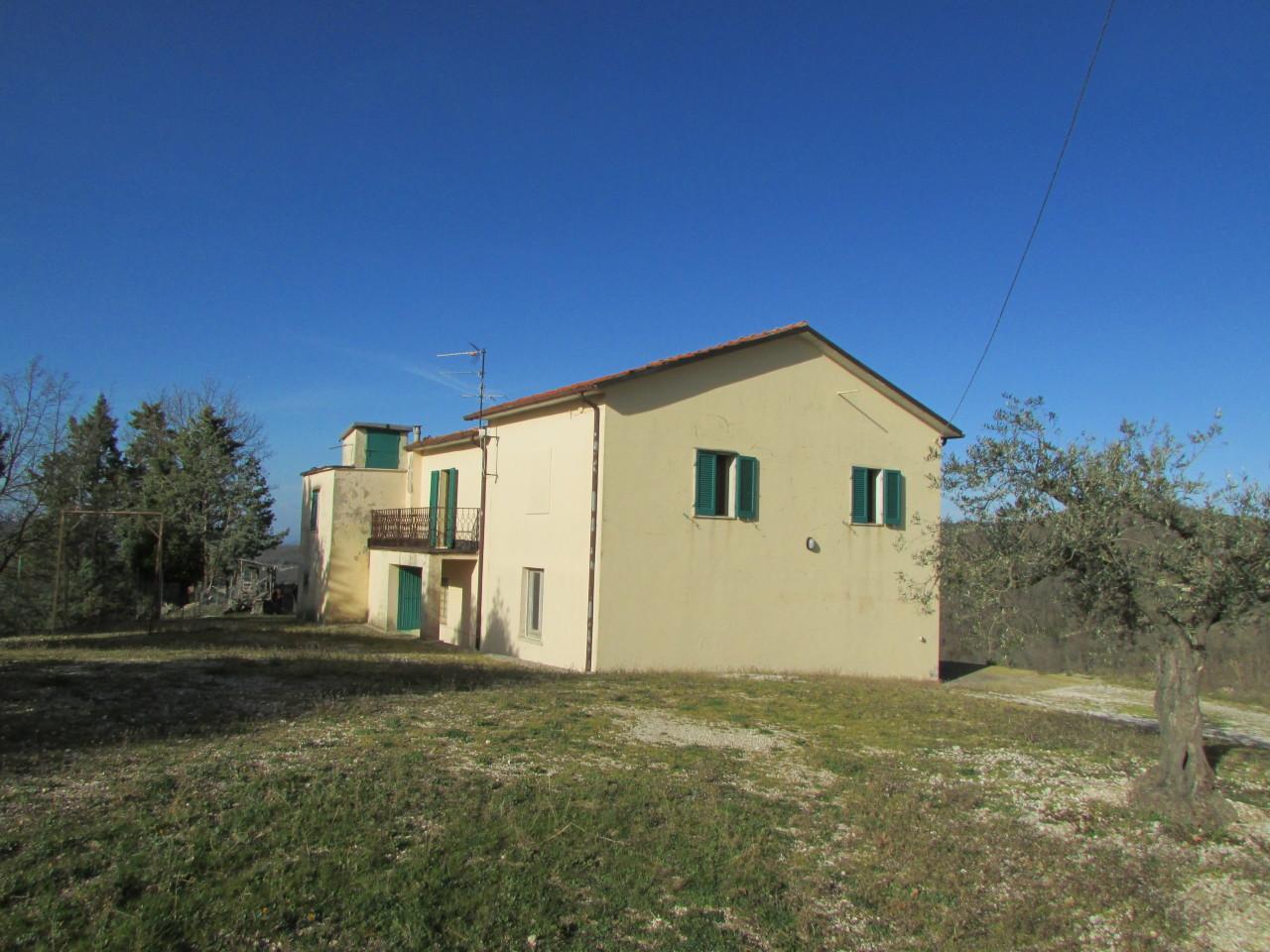 Casale da ristrutturare a Collelungo, Baschi