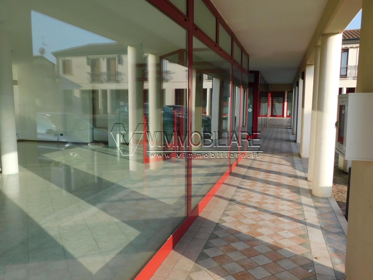 Locale commerciale - Oltre 3 vetrine a Pojana Maggiore - Centro, Pojana Maggiore Rif. 9418817