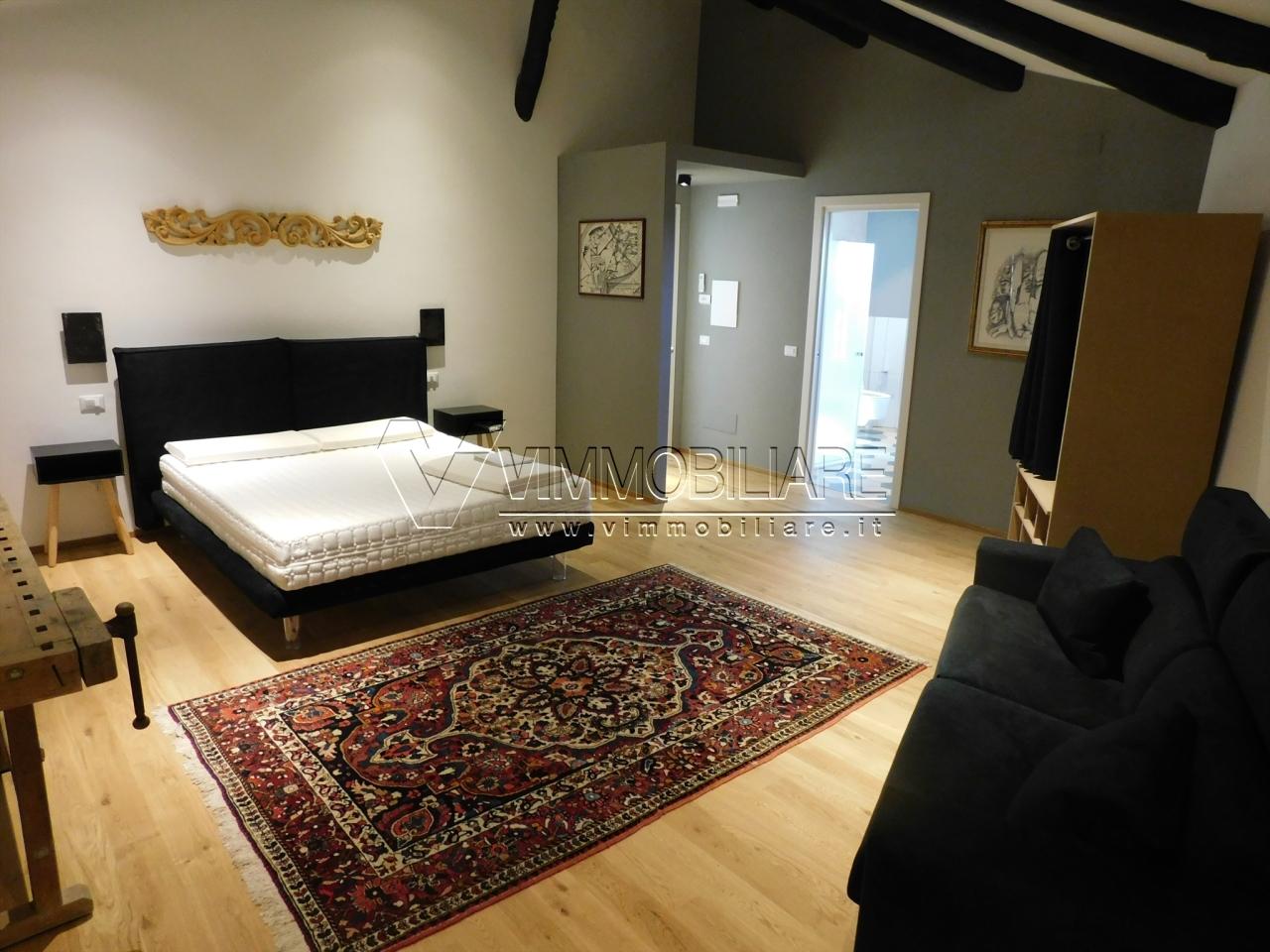 Stanza / posto letto in ottime condizioni arredato in affitto Rif. 11506634