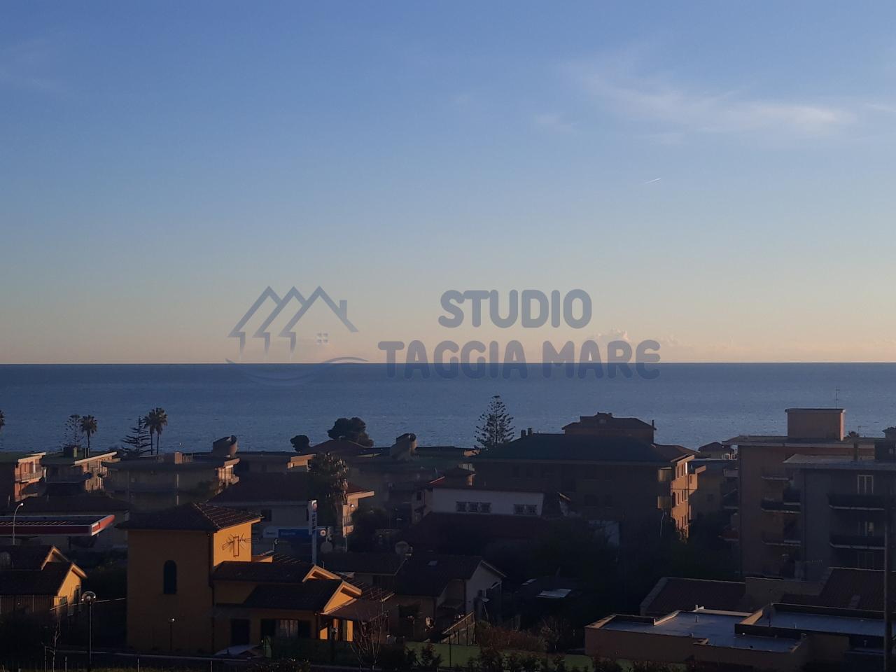 Appartamento in vendita a Santo Stefano al Mare, 4 locali, prezzo € 225.000   CambioCasa.it