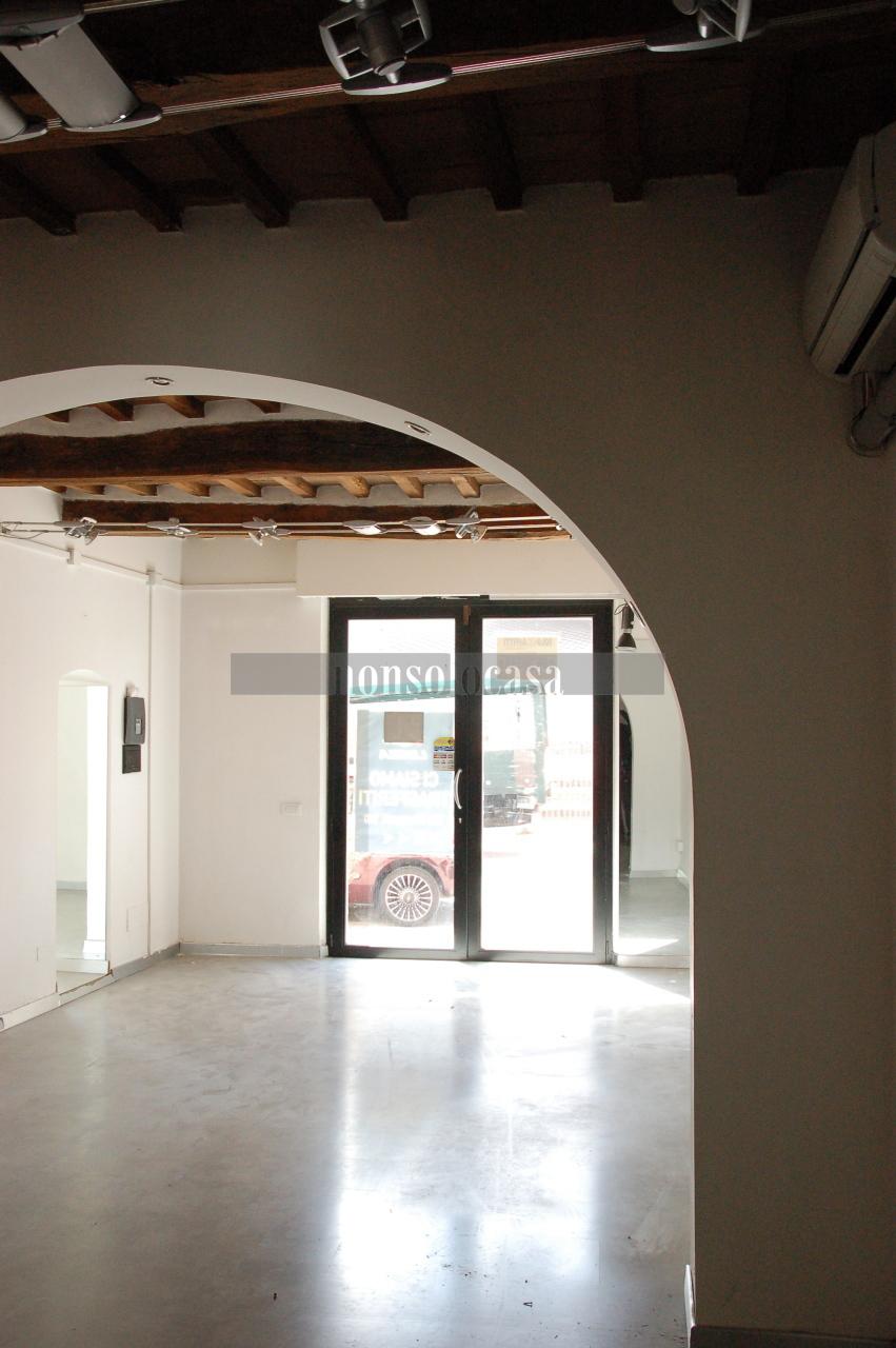 Locale commerciale - 2 Vetrine a Ponte San Giovanni, Perugia Rif. 10994187