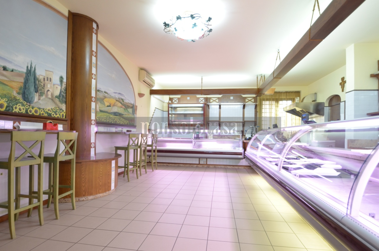 Attività / Licenza in affitto a Perugia, 4 locali, prezzo € 2.000 | CambioCasa.it
