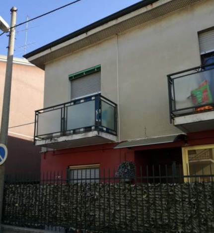 Porzione di casa in discrete condizioni in vendita Rif. 12260594