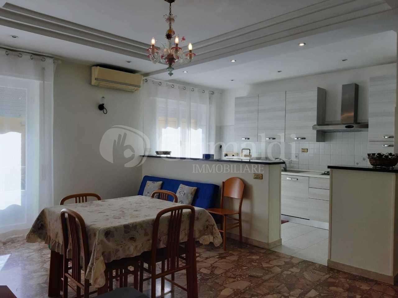 Appartamento ristrutturato arredato in affitto Rif. 11455204