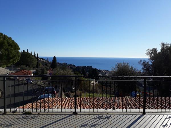 Villa indipendente con terrazza e giardino a Moglio V10