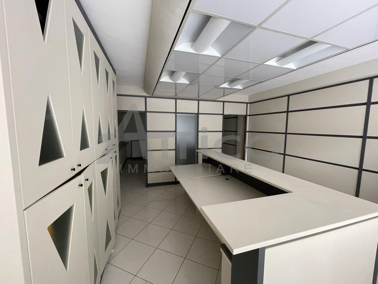 Ufficio / Studio in affitto a Rovigo, 3 locali, prezzo € 600 | CambioCasa.it