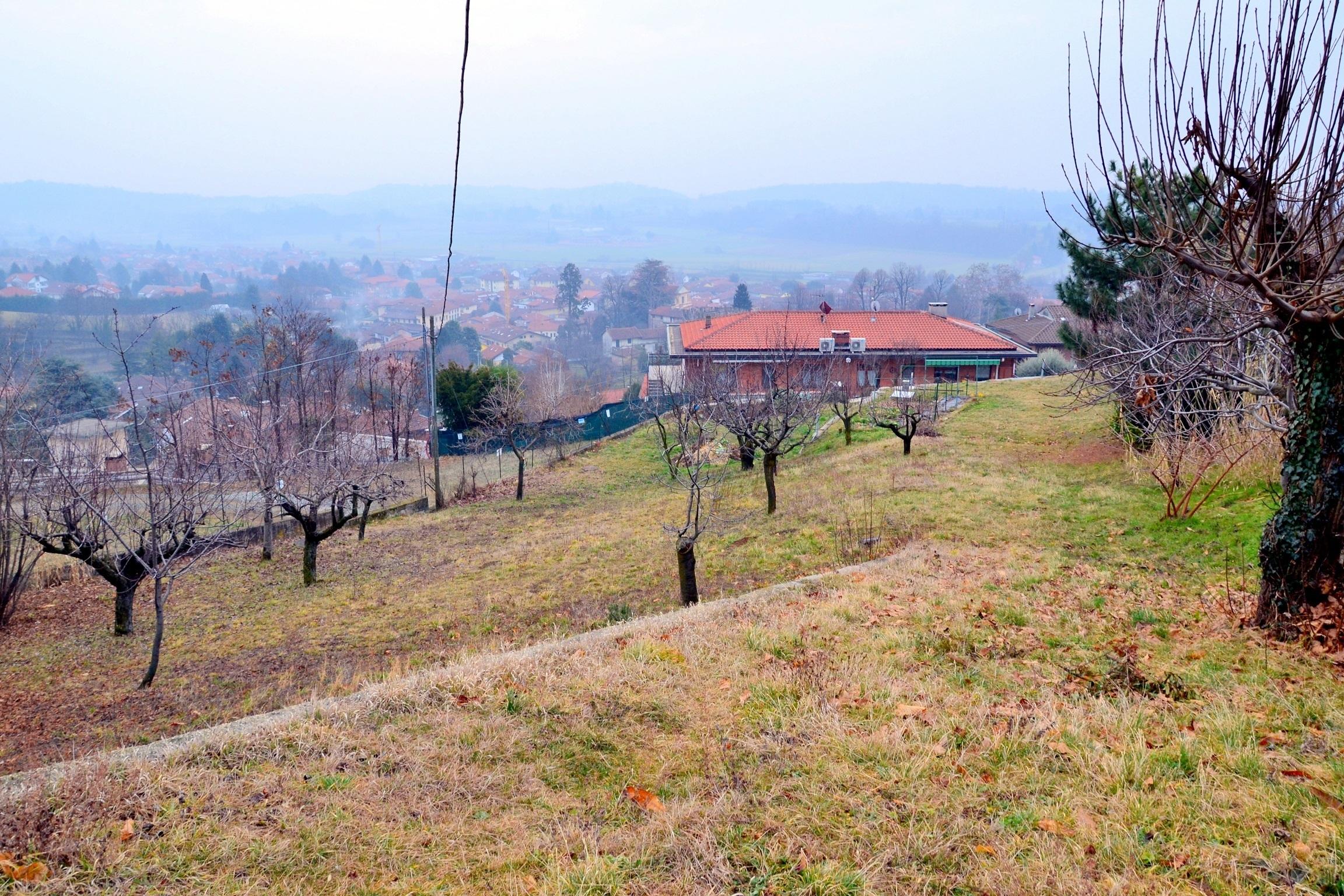 Villarbasse, zona centrale. Terreno edificabile di 1.060 mq