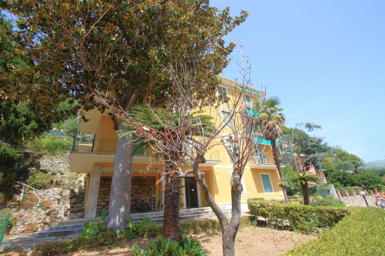 Appartamento in buone condizioni in vendita Rif. 9209425