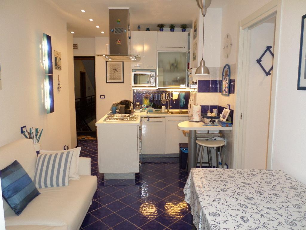 Appartamento in vendita a Rapallo, 4 locali, prezzo € 109.000 | PortaleAgenzieImmobiliari.it