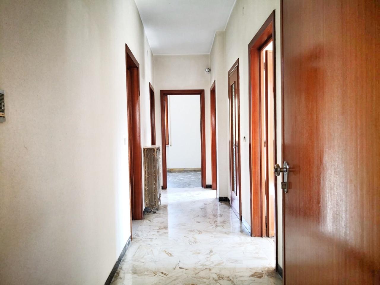 Appartamento in discrete condizioni in vendita Rif. 8170201