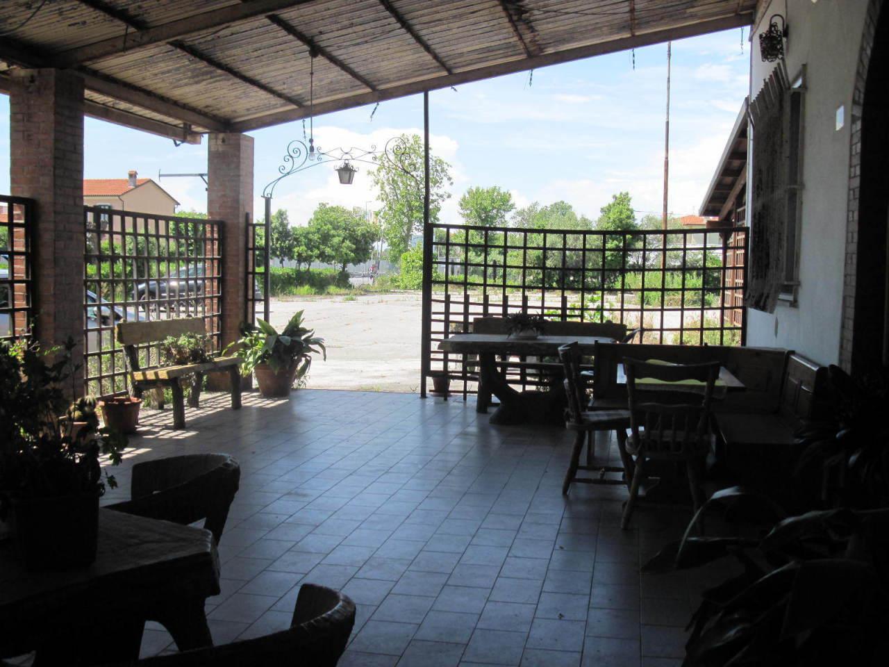 Capannone in vendita a Viareggio, 20 locali, Trattative riservate | CambioCasa.it