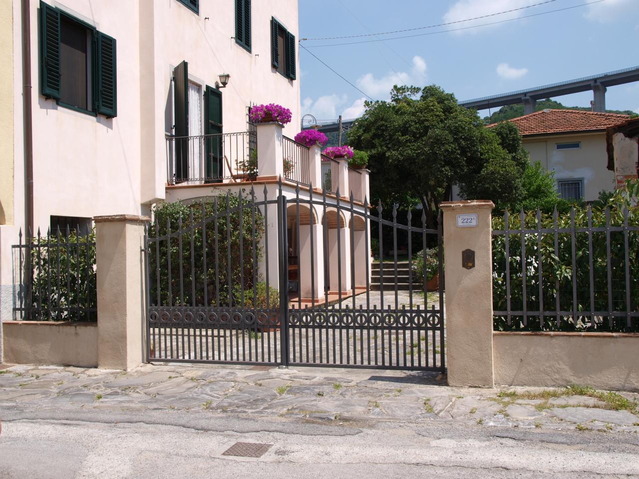 Rustico / Casale in vendita a Massarosa, 7 locali, prezzo € 370.000 | CambioCasa.it