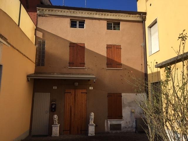 Villetta a schiera in discrete condizioni in vendita Rif. 11993093