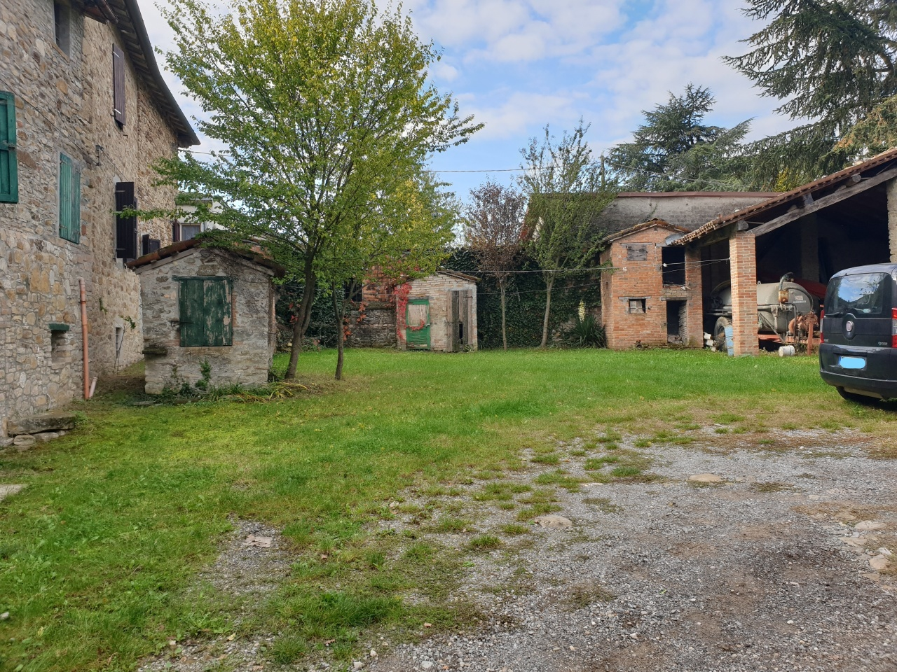 Rustico / Casale in discrete condizioni in vendita Rif. 11371085