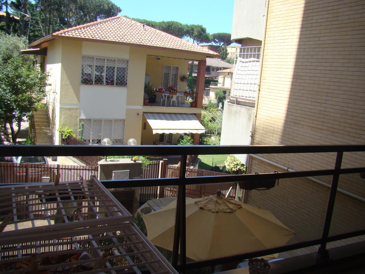 Appartamento in buone condizioni in vendita Rif. 10748908
