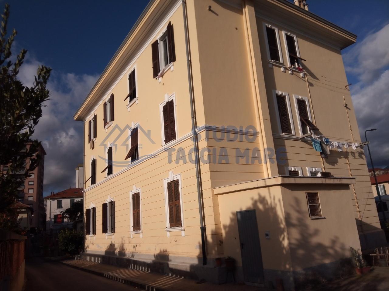 Appartamento in vendita a Taggia, 4 locali, prezzo € 190.000 | CambioCasa.it