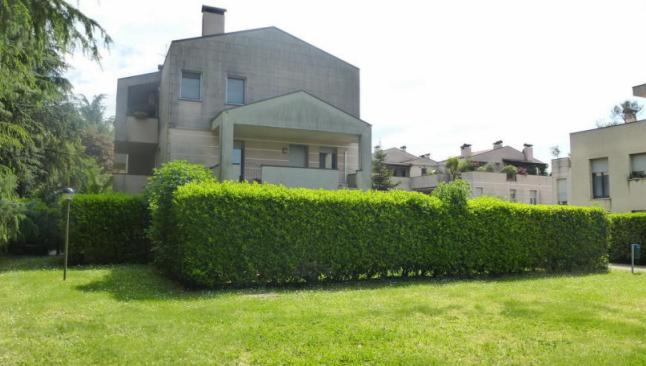 Villetta a schiera in buone condizioni in vendita Rif. 11100732