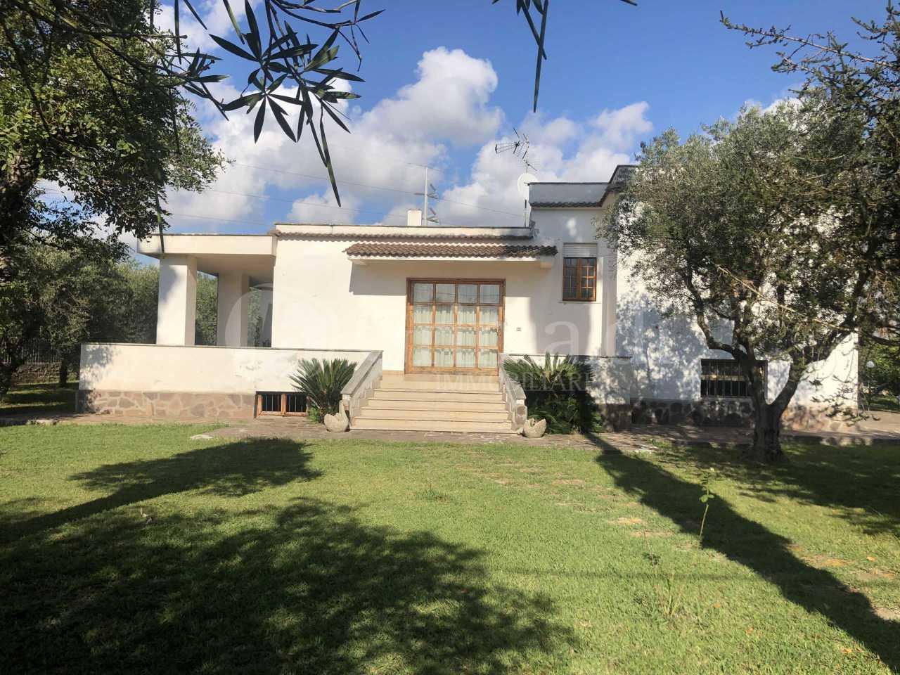 Villa in discrete condizioni in vendita Rif. 11974184