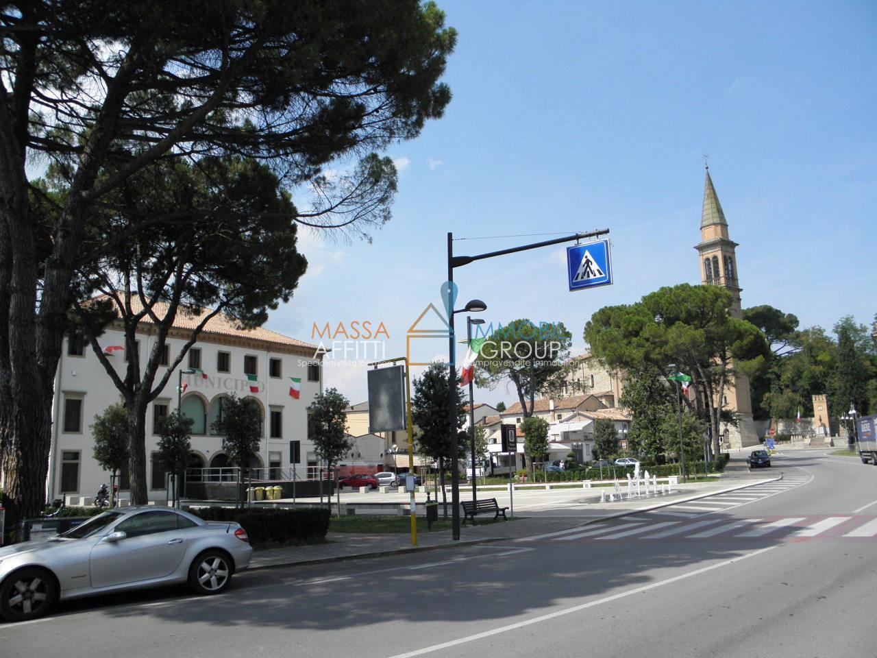 Locale commerciale - 1 Vetrina a Marina Di Carrara, Carrara Rif. 9412822