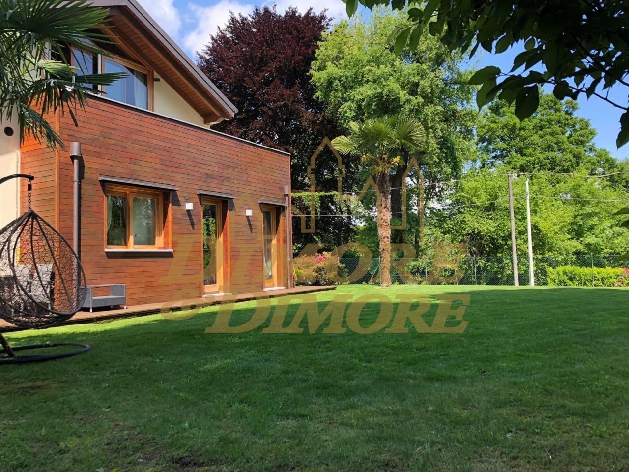 Villa in vendita a Ranco, 13 locali, Trattative riservate | CambioCasa.it