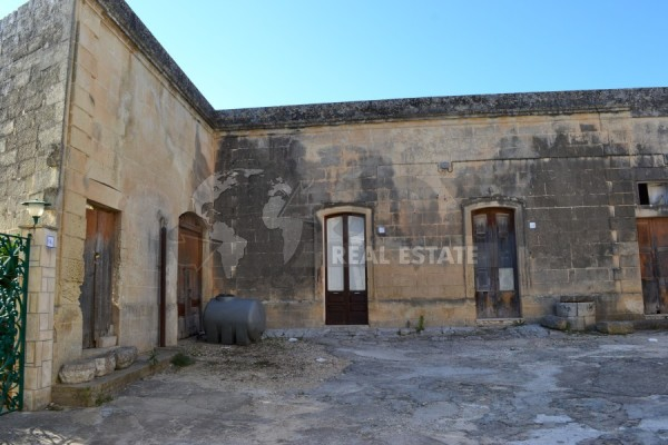 ANTICA ABITAZIONE CON GIARDINO, Caprarica (Le)