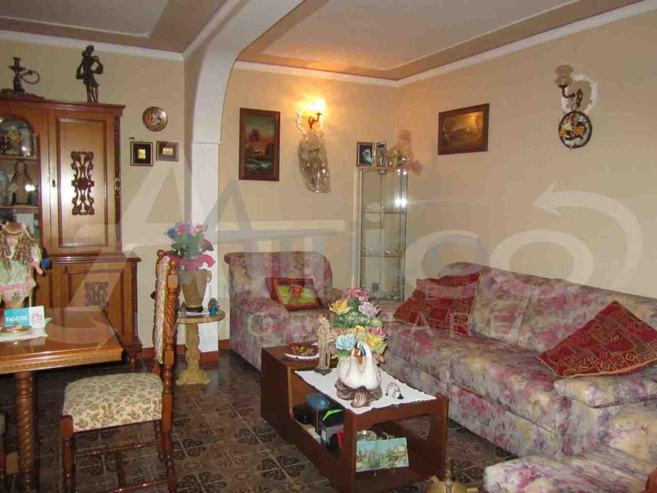 Villa in discrete condizioni in vendita Rif. 10339498