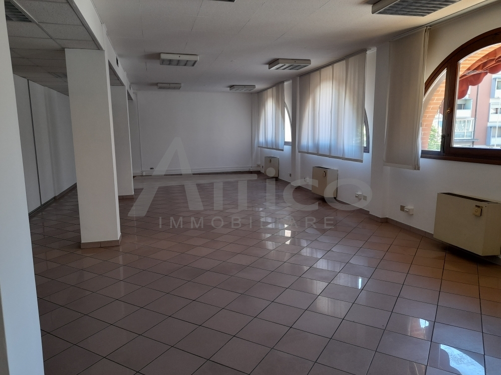 Ufficio / Studio in affitto a Rovigo, 10 locali, prezzo € 2.200 | CambioCasa.it