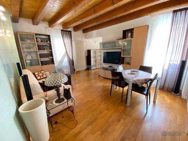 Appartamento in vendita a Rovigo, 5 locali, prezzo € 139.000 | PortaleAgenzieImmobiliari.it
