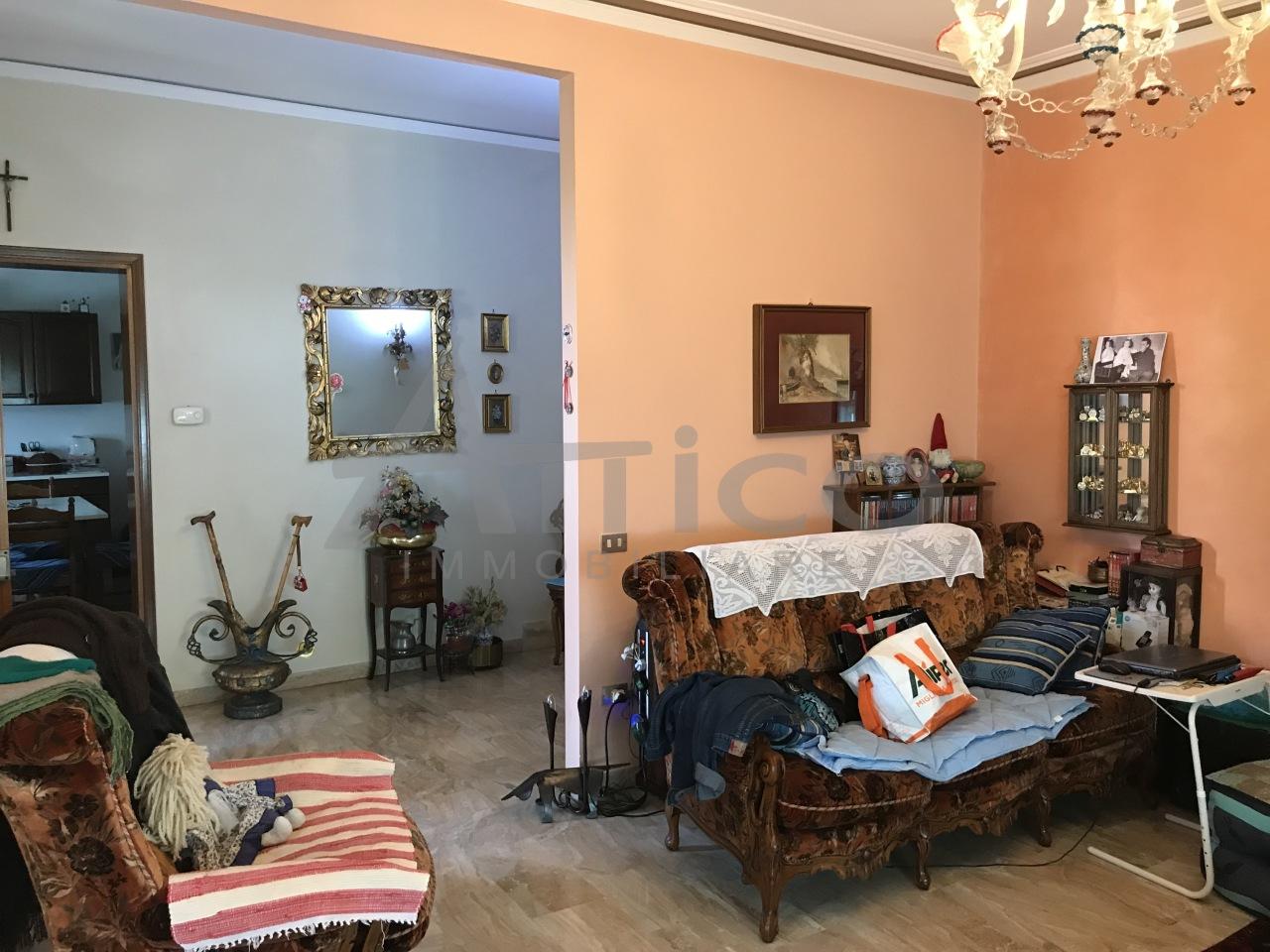 Soluzione Indipendente in vendita a San Martino di Venezze, 8 locali, prezzo € 160.000 | CambioCasa.it