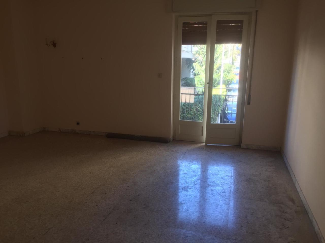 Appartamento in discrete condizioni in vendita Rif. 9505716