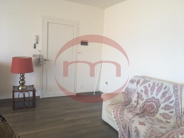 Appartamento in buone condizioni in affitto Rif. 10063424