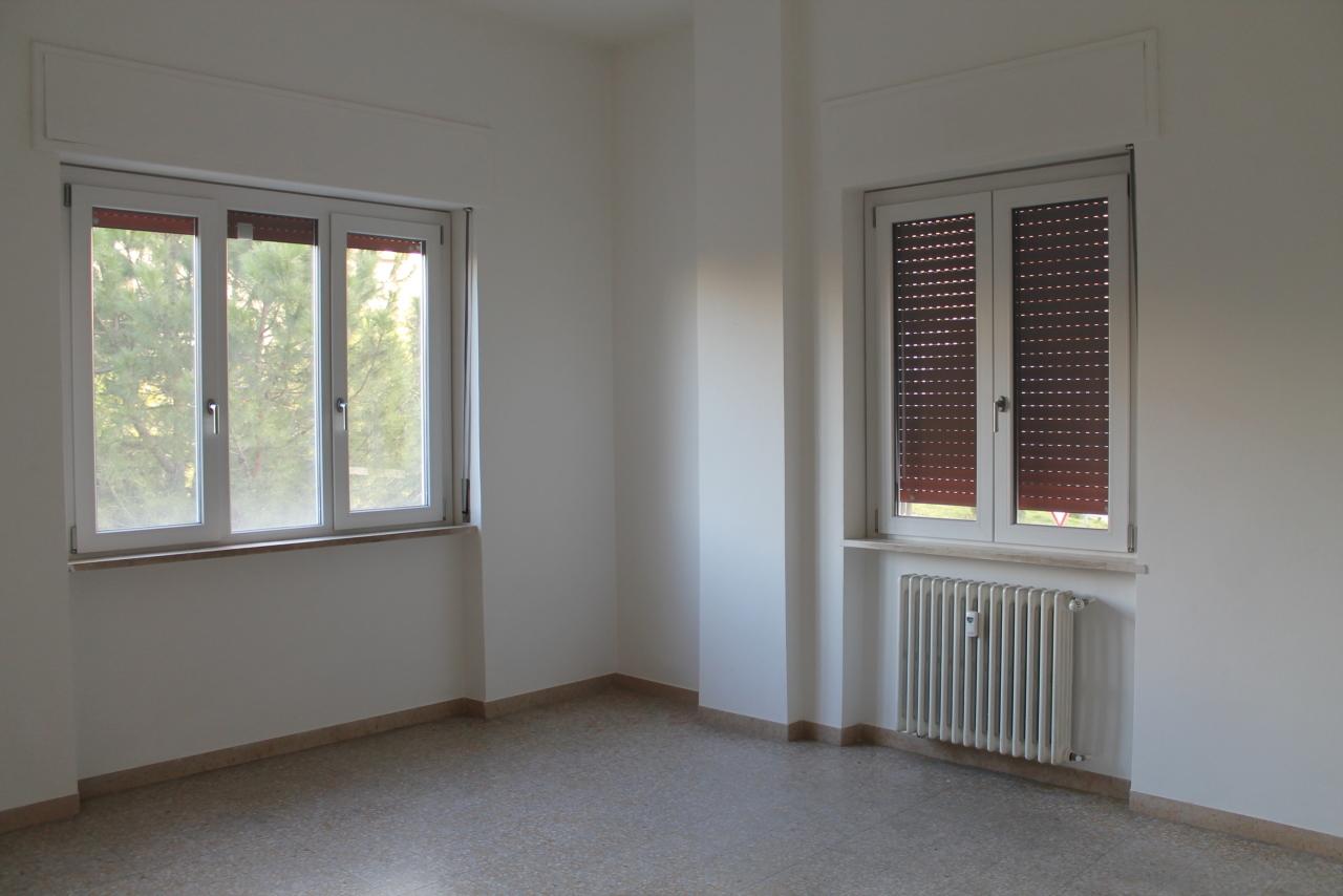 Appartamento in buone condizioni in affitto Rif. 10040704