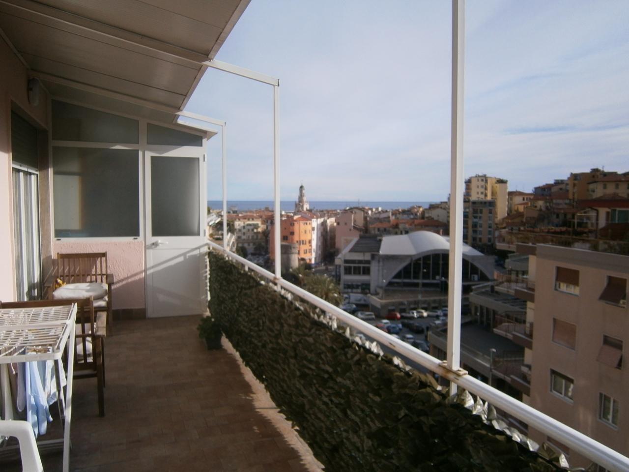 Appartamento in buone condizioni arredato in vendita Rif. 9863693